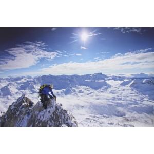 Alpiniste au dessus des nuages